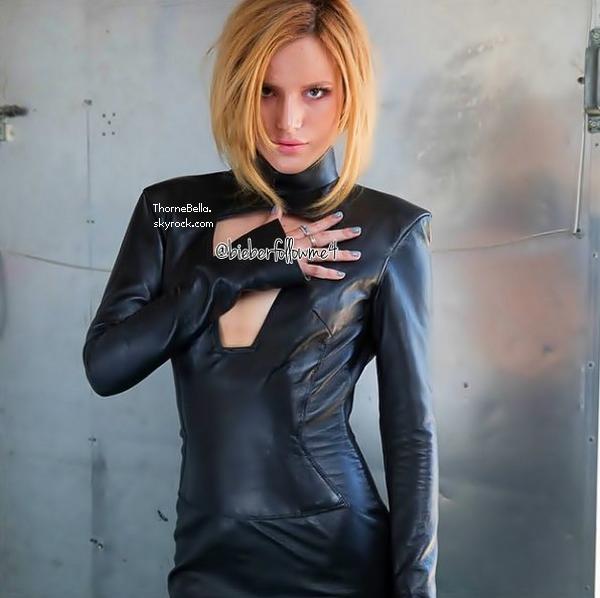 Bella a été vu sur le tournage d'un clip avec The Vamps le 1 août 2014.