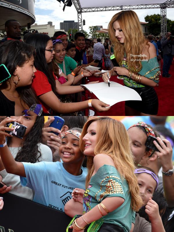 Bella et Alexia à la première du film des Tortues Ninja le 3 août 2014.