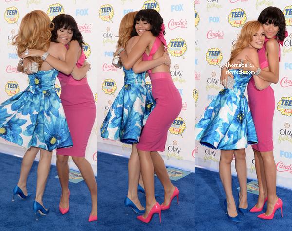 Bella sur le tapis bleu des Teen Choice Awards le 10 août 2014.