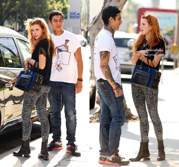 Bella et Castillo dans les rues d'Hollywood le 27 août 2014.
