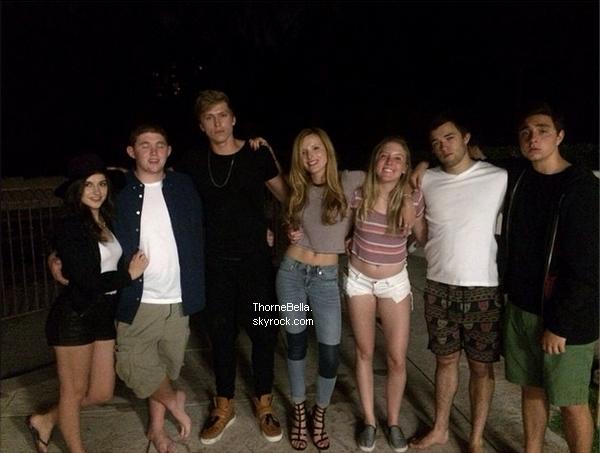 Photos Twitter de Bella et ses amis, dont Tristan, le 31 août.