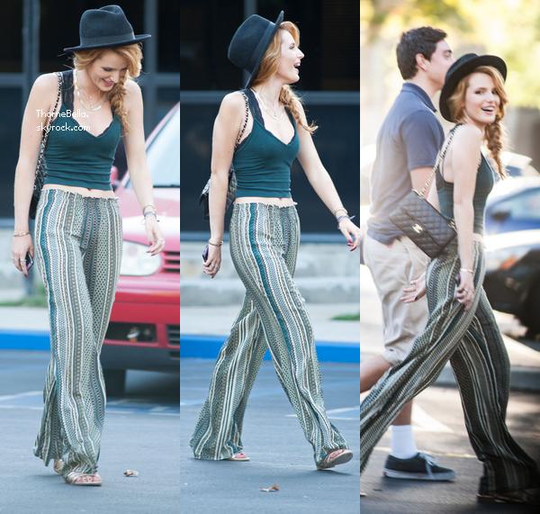 Bella a été repéré dehors pour filmer une scène pour un projet le 3 septembre 2014.