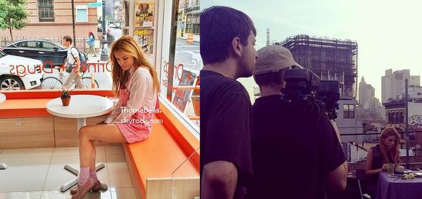 """Bella apparaît dans le clip """"Hurricane"""" de """"The Vamps"""". Ce clip est pour la bande originale du film """"Alexander"""""""