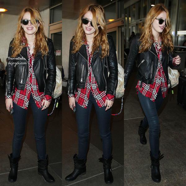 Bella à l'aéroport de LAX le 12 novembre 2014.