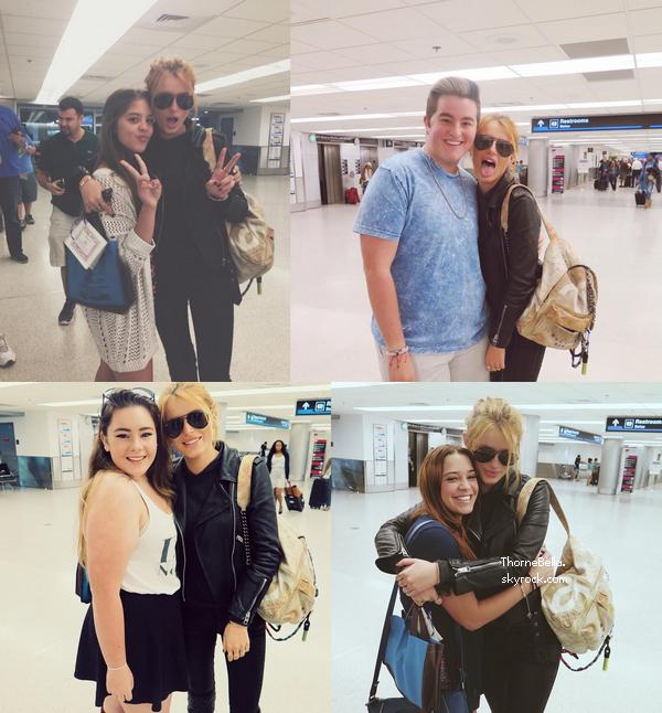 Bella avec sa maquilleuse Tonya à l'aéroport de Chicago le 16 novembre.