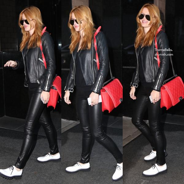 Bella quittant son hôtel le 30 novembre à NYC.