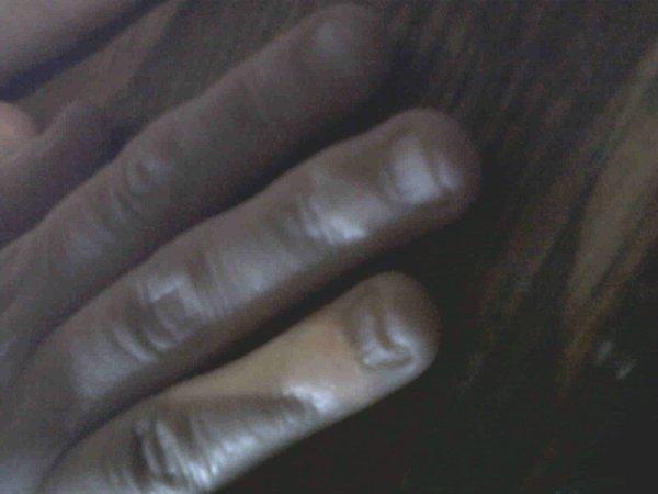 Apres ces ongles rongés voila sa pose!
