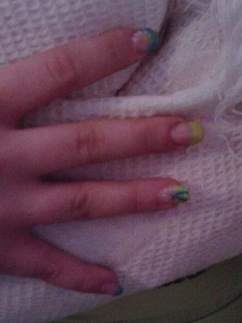 Un ongle vert un ongle bleu .? ORIGINAL!