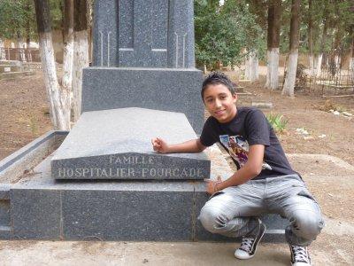 moii devant la tombe de ma ptiite amie loool