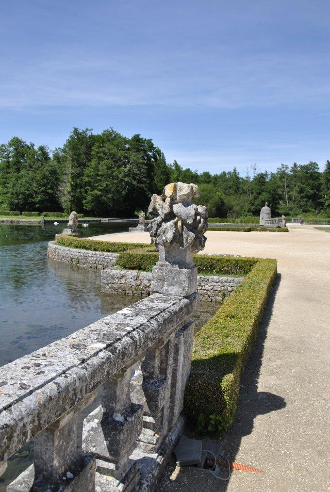 Les Jardins Sur Pilotis Du Chteau De Larochecourbon Youtube
