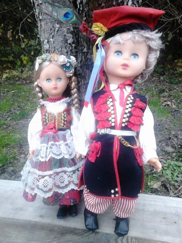 couple de poupees folkloriques