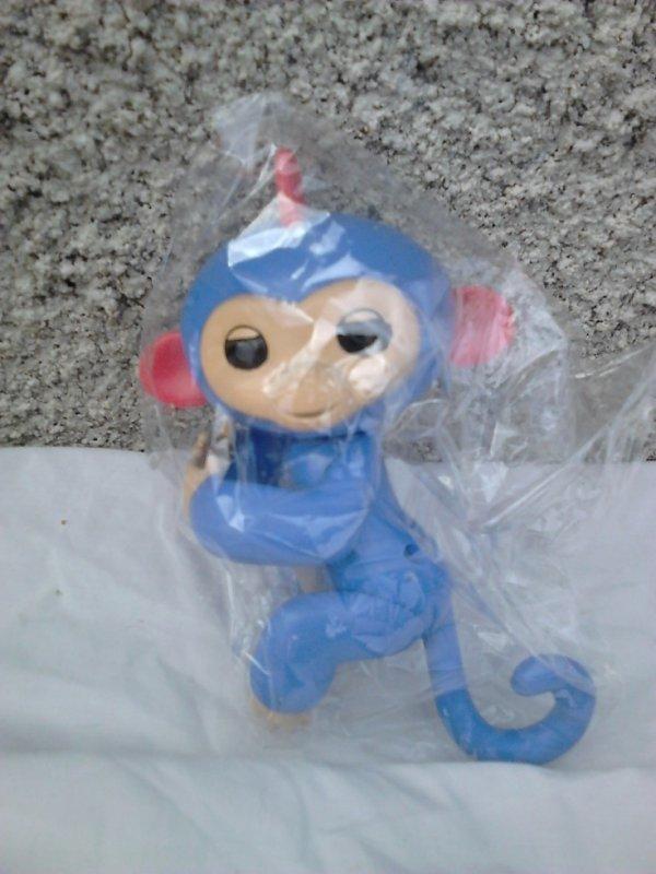 singe figurine