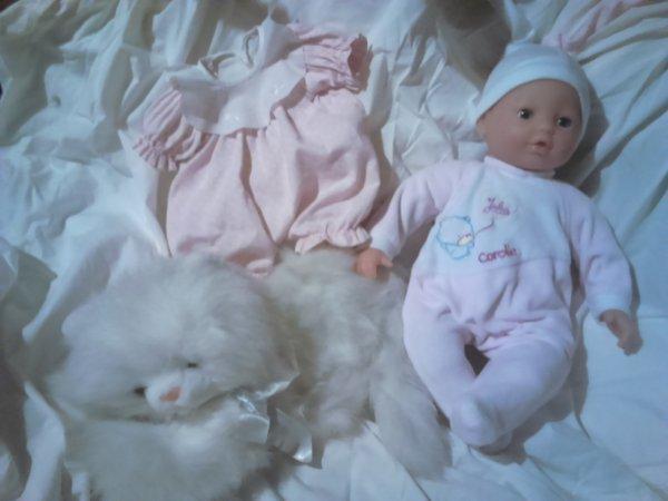 jolis cadeaux de genevieve (fushia 14) julia de corolle et vetemen+ joli chat en peluche , encore merci à toi et gros bisous