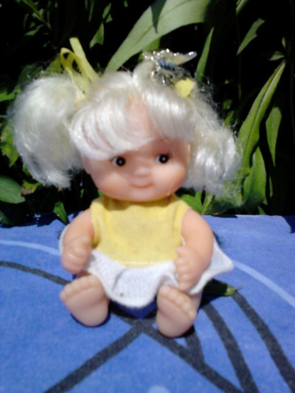 mini poupee uneeda  doll co.inc 1999made in china 10cm