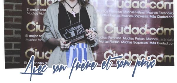 . Le 19 novembre 2013, Martina s'est rendue à l'événement de Los Más Clickeados 2012, organisé par le site ciudad.com.ar.. Martina a reçu un prix (son premier prix de cette cérémonie) ! .