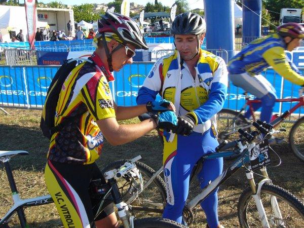 Un représentant du vélo-club Vitrolles aux 24 heures de PIERREVERT