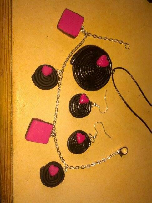 Collier bracelet et boucle d'oreille réglisse