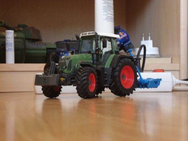 Préparation des Terres 2012 -----> Fendt 820 Vario & Herse Rotative Lemken