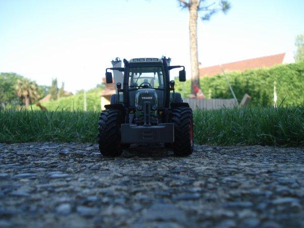 Traitement des blés -------> Fendt 820 Vario & pullvérisateur Vicon iXter B13