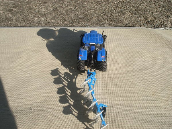 Labour / Plowing 2012 ------> New Holland T7070
