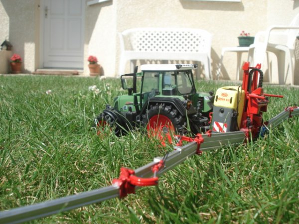 Traitement du maïs 2012 ------> Fendt 820 Vario