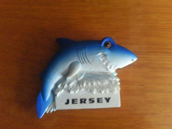 J'ai fait un voyage a Jersey ( en Angleterre ) J'ai ramener des souvenirs voilà 2 souvenirs du voyage a Jersey