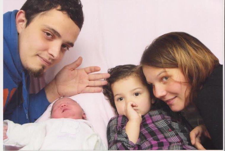 Sofia & Shérazade . ( la photo du bidon c'est celui de ma soeur. J'suis pas maman. Juste tata)♥