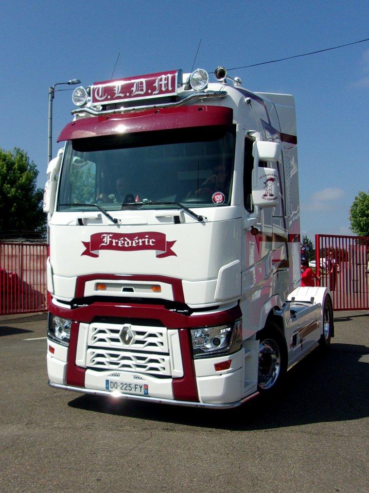 Nogaro grand prix camions 2015 renault range t t l d m for Interieur camion renault t