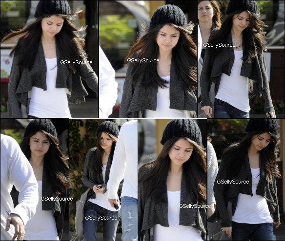* Selena Gomez à Los Angeles le 26 Mars dernier. *