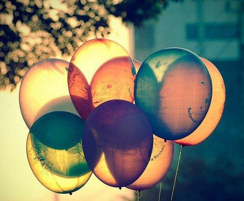 Sourire n.m : le plus court chemin d'une personne à une autre.