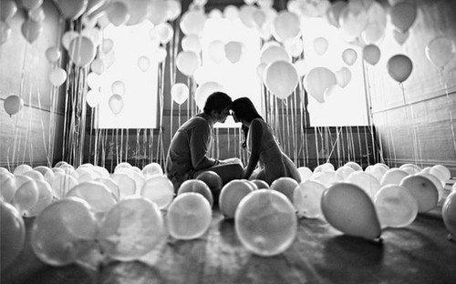 J'aurais voulu être indispensable. A quelque chose ou à quelqu'un. A propos, je t'aimais. Je te le dis à présent parce que ça n'a plus d'importance.