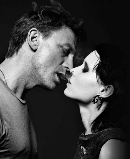 """"""" Aimer, ce n'est pas se regarder l'un l'autre, c'est regarder ensemble dans la même direction """", Antoine de Saint-Exupéry"""