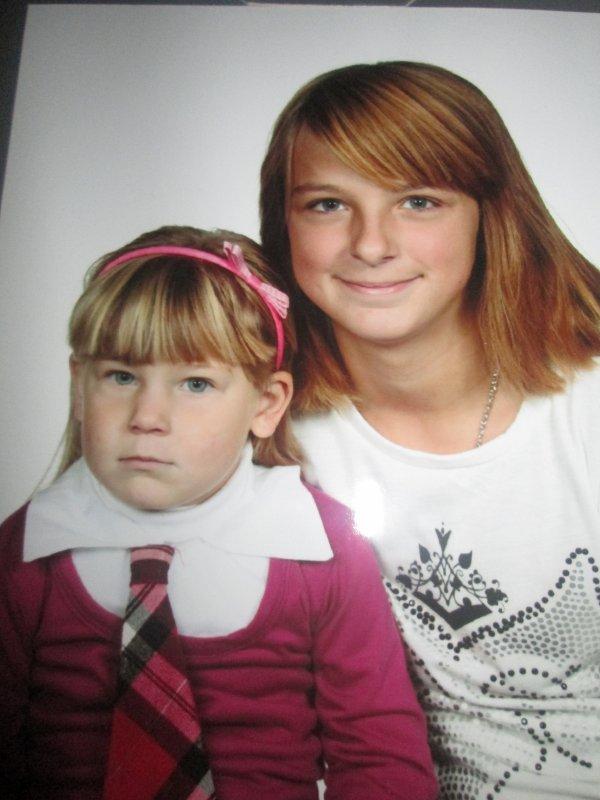 mes deux petits filles adoré bisous mamy
