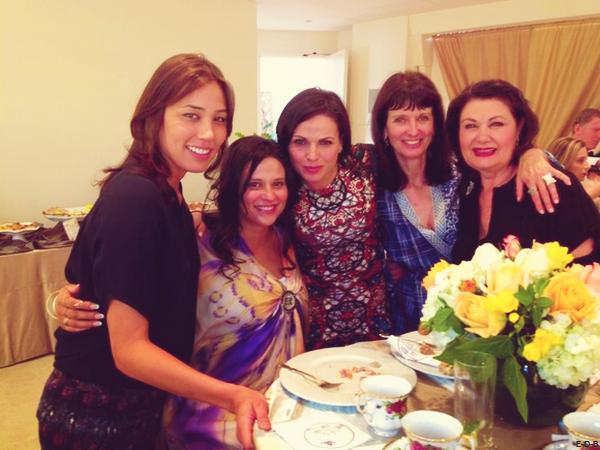 Michaela et Lana Parilla au baby shower de Navi Rawat Browlin ♥