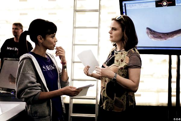 Emily dirige le 1er épisode de la saison 12 ♥