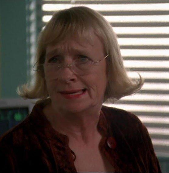 Karen McCluskey [Desperate Housewives] dans Charmed 6x06