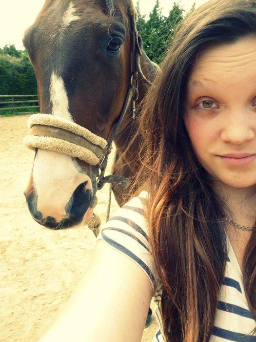 Une fille, un cheval , le destin a décidé de les réunir pour le meilleur et pour le pire