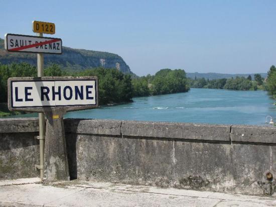 AU FIL DU RHÔNE en France - SAULT-BRENAZ