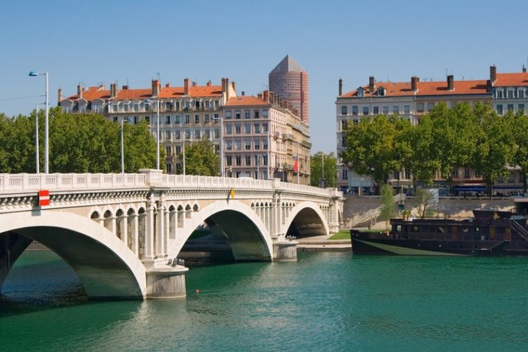AU FIL DU RHÔNE en France - VALENCE
