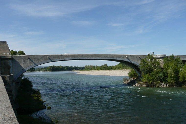 AU FIL DU RHÔNE en France - PONT SAINT ESPRIT