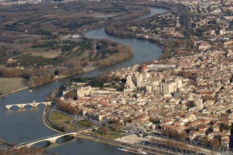 AU FIL DU RHÔNE en France - SORGUES & AVIGNON