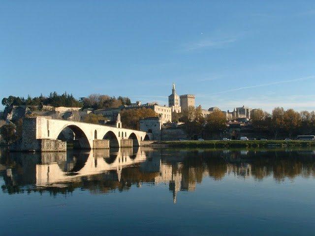 AU FIL DU RHÔNE en France - AVIGNON