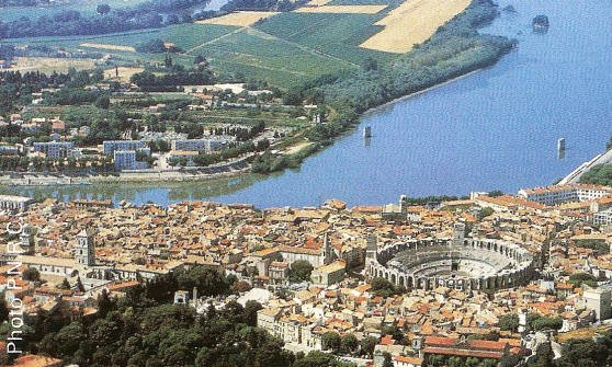 AU FIL DU RHÔNE en France - ARLES Bouches du Rhône