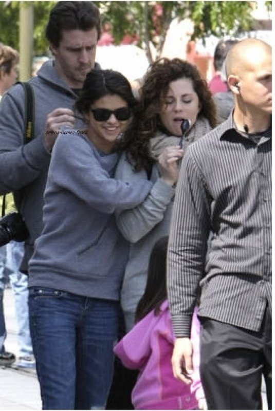 SELENA un week-end en famille à Disney Land  :)  Tenue -> Top ou Flop?