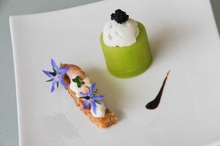 Concombre, huître en gelée de gingembre et crème acidulée et iodée