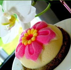 Cheesecake Ylang Ylang sur son biscuit aux macarons