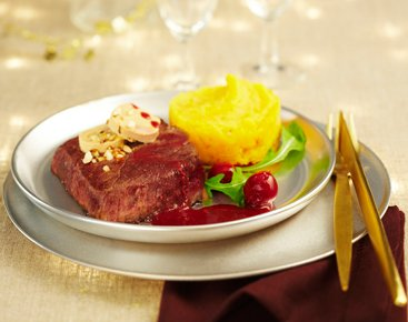 Pavés d'autruche au foie gras sauce griottes et vinaigre balsamique
