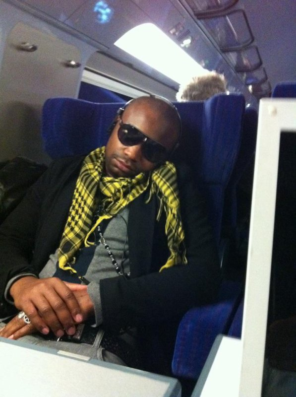 Papa London dans le train