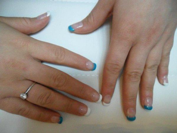 Pose d ongles en gel    blanc/bleue turquoise