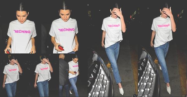 . 26/10/17 - Kendall à été vue arrivant au dîner d'anniversaire de sa grande s½ur Kim Kardashian à Los Angeles. Kim vient de fêter ses 37 ans, pour l'occasion on peut voir que Kendall avait envie de s'habiller décontracté. Pour ma part c'est un top ! .